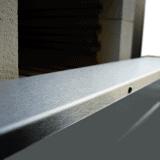 Piec hartowniczy - otworzone drzwi w dół zapewniają stolik załadowczy